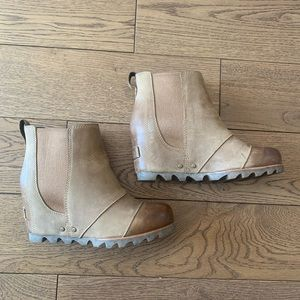 Sorel Lea Wedges - Elk/Curry